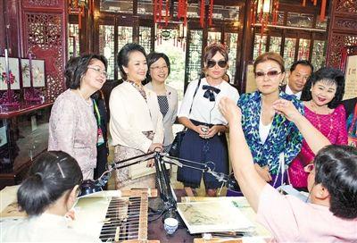阿塞拜疆总统夫人阿利耶娃、哈萨克斯坦总统女儿纳扎尔巴耶娃抵达豫图片